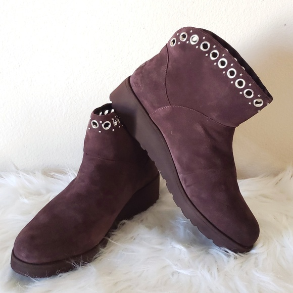 03a9e196e16c UGG RILEY GROMMET WEDGE ANKLE BOOTS SIZE
